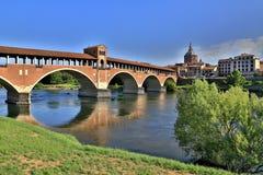 Ponte coperto sopra acqua calma in HDR; Pavia - l'Italia Fotografia Stock Libera da Diritti