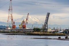 Ponte Crane And Mountain 2 foto de stock royalty free