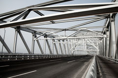 Ponte d'acciaio dell'arco della capriata Immagini Stock