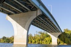 Ponte d'espansione del fiume Immagini Stock