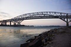 Ponte da água azul Foto de Stock Royalty Free