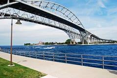Ponte da água azul Imagem de Stock