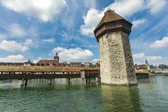 Ponte da capela e torre de água no rio de Reuss na lucerna Imagens de Stock Royalty Free