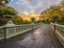 Ponte da curva, Central Park, New York Cit fotografia de stock