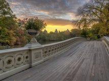 Ponte da curva, Central Park, New York Cit imagens de stock royalty free
