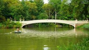 Ponte da curva em Autumn Central Park filme