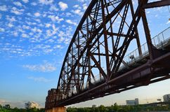 Ponte da estrada de ferro do console da rocha. Fotos de Stock