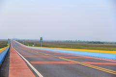 A ponte da estrada a mais longa em Phatthalung, Tailândia Imagens de Stock Royalty Free