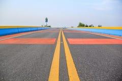 A ponte da estrada a mais longa na estrada de Tailândia Chaloem Phra Kiat Foto de Stock Royalty Free
