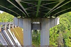 Ponte da estrada na represa Imagem de Stock Royalty Free