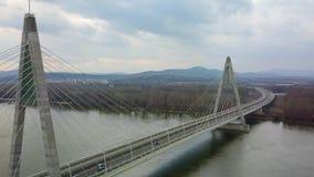 Ponte da estrada no rio video estoque