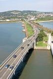 Ponte da estrada sobre o estuário, Wales Fotos de Stock
