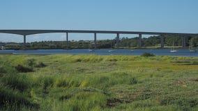Ponte da estrada sobre o rio Orwell Fotos de Stock