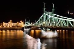 Ponte da liberdade com o hotel de Gellert em Budapest, Hungria Imagem de Stock