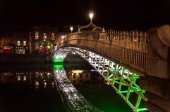 Ponte da moeda de um centavo do Ha na noite Foto de Stock