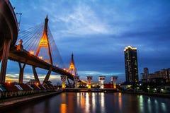 Ponte da noite da cidade de Banguecoque imagens de stock