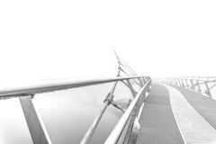 Ponte da paz em uma manhã nevoenta Imagem de Stock