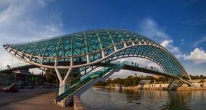 A ponte da paz Tbilisi, Geórgia fotos de stock royalty free