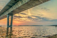 A ponte da princesa Mary de Roskilde do delta e de coroa no por do sol fotografia de stock royalty free