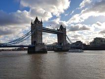 A ponte da torre imagens de stock royalty free