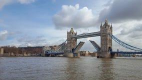 Ponte da torre aberta no rio Tamisa imagem de stock