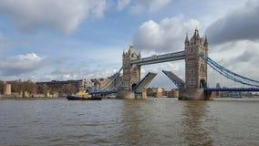 Ponte da torre aberta no rio Tamisa foto de stock royalty free