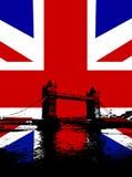 Ponte da torre com bandeira BRITÂNICA Fotos de Stock Royalty Free