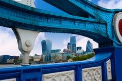 Ponte da torre de Londres sobre Thames River foto de stock royalty free