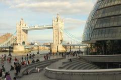 Ponte da torre e câmara municipal, Londres Imagem de Stock