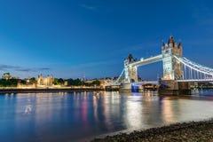 A ponte da torre e a torre de Londres Foto de Stock Royalty Free