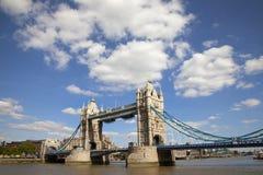 Ponte da torre e o rio Tamisa Fotografia de Stock Royalty Free