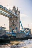 A ponte da torre e a Tamisa fotos de stock royalty free