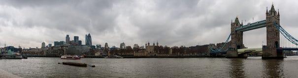 Ponte da torre e torre de Londres Foto de Stock