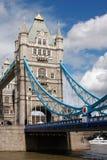 Ponte da torre em Londres, Reino Unido em um verão bonito d Foto de Stock Royalty Free