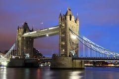 Ponte da torre em a noite Imagem de Stock