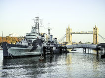 Ponte da torre & HMS Belfast - Londres Imagem de Stock