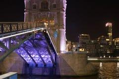 Ponte da torre no crepúsculo Fotos de Stock