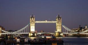 Ponte da torre no crepúsculo Imagens de Stock