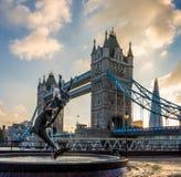 Ponte da torre no por do sol Foto de Stock Royalty Free