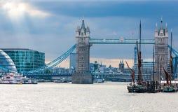 Ponte da torre no rio Tamisa, Londres, Inglaterra Imagem de Stock