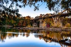 Ponte das sepulturas da torneira no por do sol Imagem de Stock Royalty Free