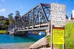 Ponte de aço em Narooma Austrália em 06 03 2017 imagens de stock royalty free