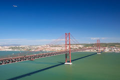 Ponte 25 de Abril在里斯本,葡萄牙 免版税库存照片