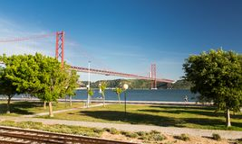 Ponte 25 de Abril,第25 4月桥梁,里斯本 库存照片