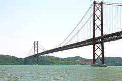 Ponte 25 de Abril è un ponte sospeso a Lisbona, Portogallo Fotografia Stock Libera da Diritti