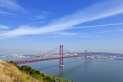 Ponte 25 de abril Bridge em Lisboa, Portugal Fotografia de Stock