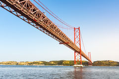 Ponte 25 de Abril Bridge Famous Architectural Sight Lisboa Portu Fotos de archivo