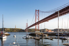 Ponte 25 de abril Bridge Famous Architectural Sight Lisboa Portu Fotos de Stock Royalty Free