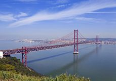 Ponte 25 De Abril Bridge in Lissabon, Portugal Stockbilder