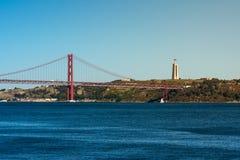 Ponte 25 De Abril Przerzucający most Sławny Architektoniczny Celowniczy Lisbon Port Fotografia Stock